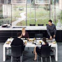 dining_desk_people